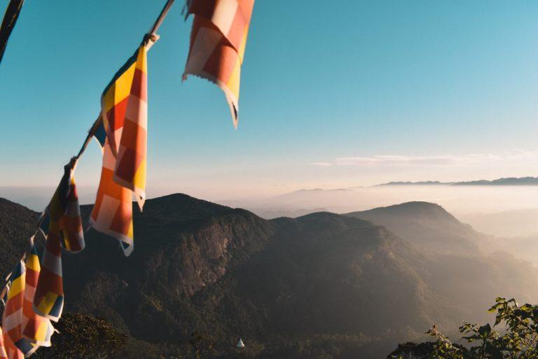 sri lanka adams peak sunrise hike
