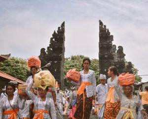 balinese ceremony tanah lot