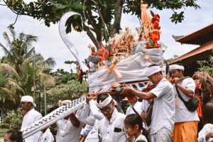 balinese ceremony tanah lot