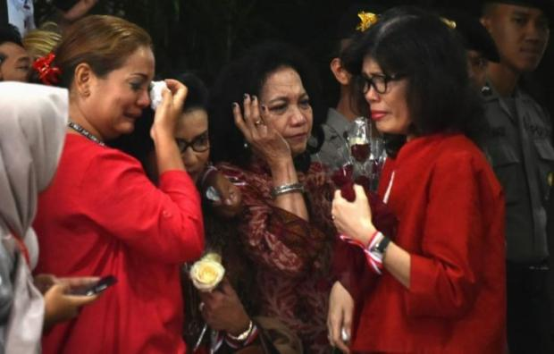 Supporters of Jakarta's Christian governor Basuki Tjahaja Purnama, popularly known as Ahok, cry after he was sentenced following the guilty verdict in his blasphemy trial in Jakarta on May 9, 2017. REUTERS/Bay Ismoyo/Pool