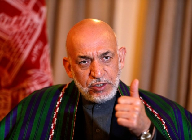 FILE PHOTO - Former Afghan president Hamid Karzai speaks during an interview in Kabul December 25, 2014. REUTERS/Omar Sobhani/File Photo - RTS12FHP