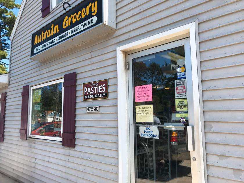 pasty, pasty review, pasties, pasty guy, au train grocery, au train, munising, marquette