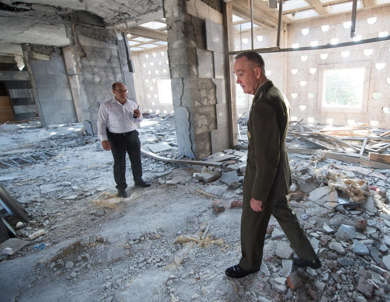 US-General Joseph F. Dunford Jr. tours parts of the Turkish Grand National Assembly that were destroyed during the failed July 15 coup in Ankara