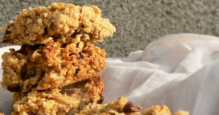 Chewy Apple & Sultana Flapjacks (Dairy free, Vegan)