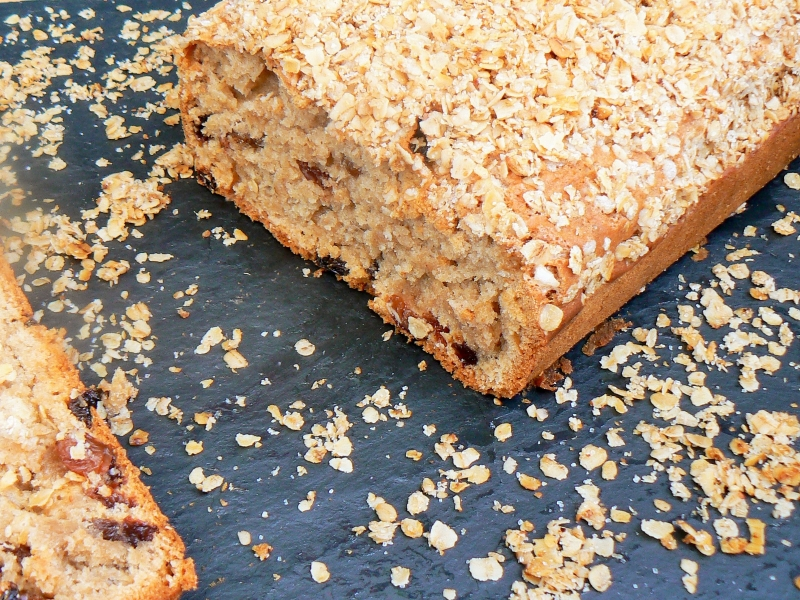 In need of a Lunchbox Lifesaver? Then look no further than this yummySultana Tea Loaf! Full of plump juicy sultanas surrounded with a moist, soft sponge and topped with crunchy granola. Best of all it isEggfree, Vegan & will last all week in an airtight tin, so you can bake a batch on Sunday ready for the week ahead!