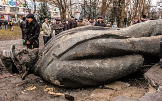 Lenin statue in Ukraine, 2014