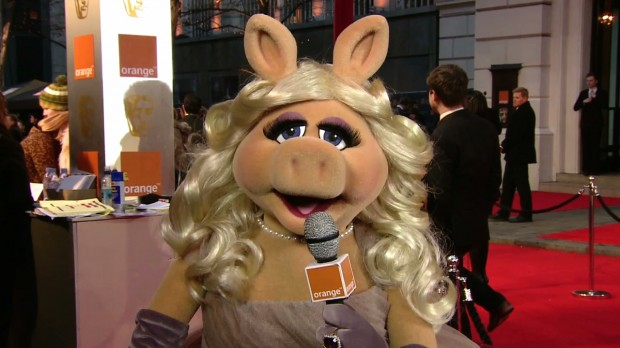 Miss Piggy's BAFTA Red Carpet Show With Michael Fassbender, Jessica Chastain