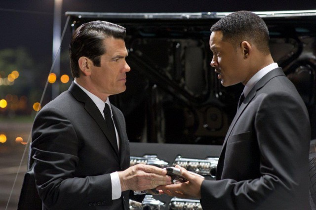 """""""Thats A Big Phone"""" Or You Just Happy To See The First MEN IN BLACK THREE TV Spot"""