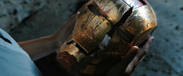 New Iron Man 3 Image Shows Tony Stark Torn, Battled, Exhausted