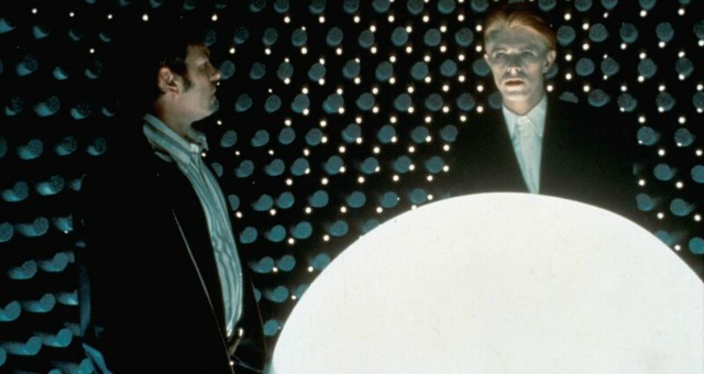 DVD Review – The Man Who Fell To Earth (1976) – 4K Restoration