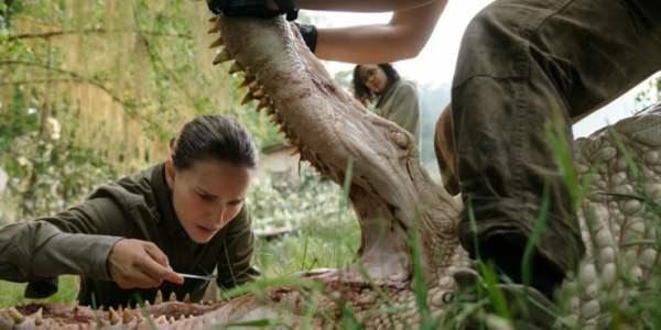Alex Garland's Annihilation First Trailer Teases A Horrific Surreal Movie
