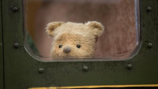 Pooh Bear Loves Film On Big Screen In Christopher Robin In Moments Worth Paying For Trailer