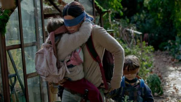 Sandra Bullock Goes Blind In The Apocalypse In Bird Box Trailer