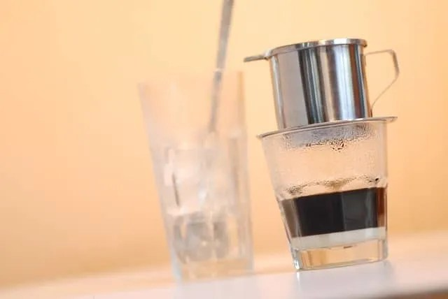 how to make Vietnamese iced coffee