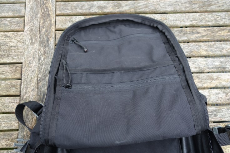 Sabra Gear Solo Review main compartment zippered pockets