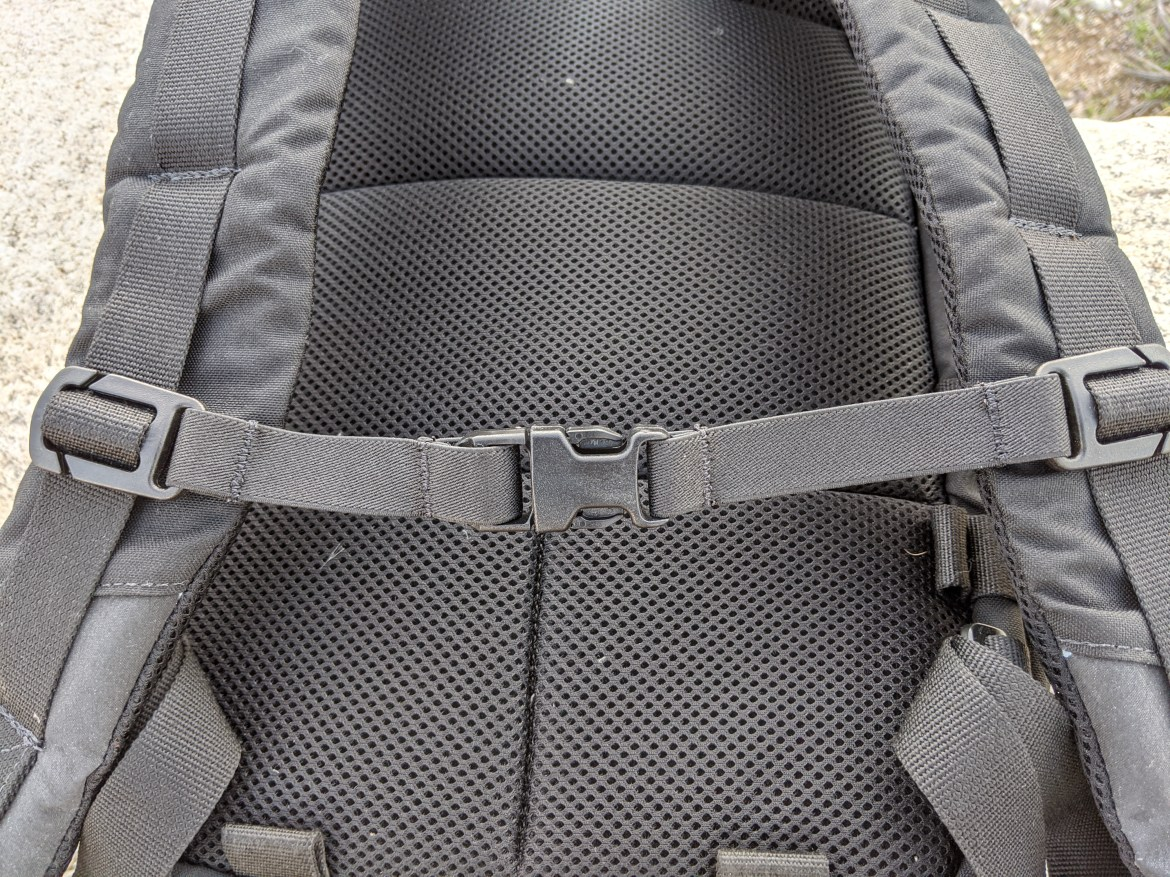 Duo Hoplite MPC Eclipse Review  straps and sternum strap padded backpanel