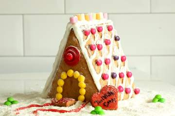 How to make An Easy Gingerbread House From Scratch - Just the perfect Christmas homemade gift! From thepetitecook.com