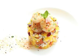 Sriracha Grilled King Prawns With Mango Salsa - Make this showtopper summer dish in less 10 mins! - Healthy, Light and Quick Recipes by The Petite Cook