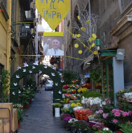A flower seller welcomes the Pope in Naples