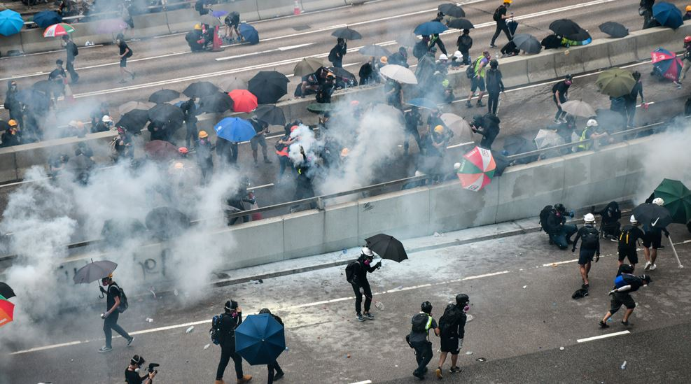 Peachy Hong Kong Demonstrators Defy Ban On March Clash With Police Beatyapartments Chair Design Images Beatyapartmentscom