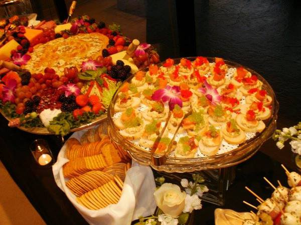 How To Wow Wedding Guests With Your Reception Meal