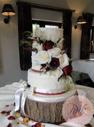 buttercream-wedding-cake-fresh-flowers