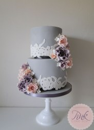 grey-lace-wedding-cake-with-roses