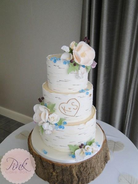 silver-birch-wedding-cake-set-up