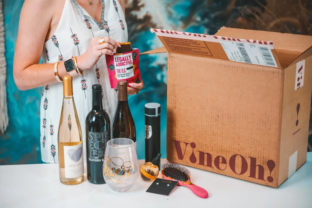 What comes in a VineOh Box