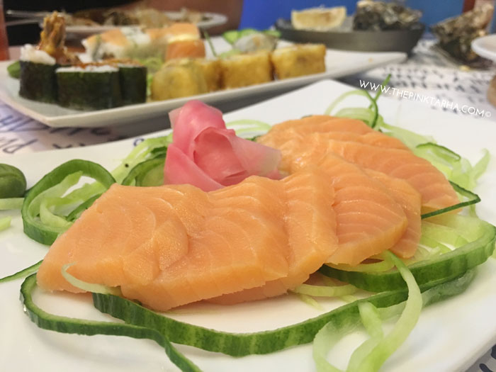Salmon Sashimi, 9 pieces at SR 75