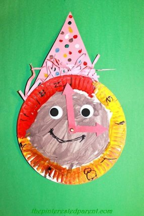 Paper Plate New Year's Eve Party Clock - a cute way to teach time & kid's craft