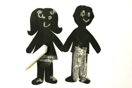 Chalkboard paper dolls - fun for kids to draw on the faces & clothes and erase again. Arts & crafts..