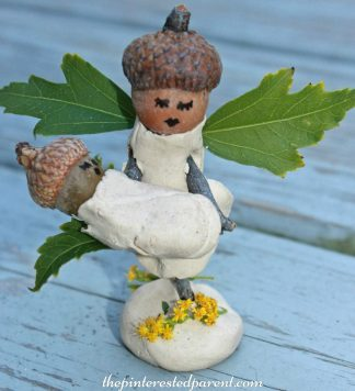 Nature and clay fairy crafts. This adorable craft was made with acorns, sticks and leaves. Salt Dough would work too. Kid's arts and crafts.
