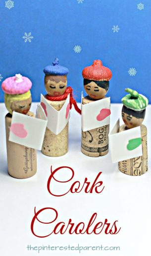Acorn and cork caroler craft. Christmas and winter arts and crafts projects. Great for kids or adults. Nature crafts and recyclables