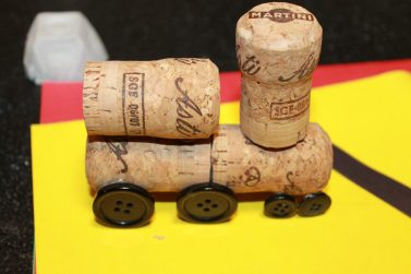 Simple Cork train craft - easy diy project. Cute and perfect for Christmas or for a kid's room. Easy arts and crafts projects