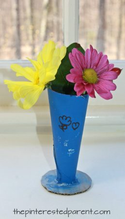 Cardboard tube flower bud vase. This is a great gift idea for Mother's Day or Valentine's. Recyclable arts and crafts for kids.