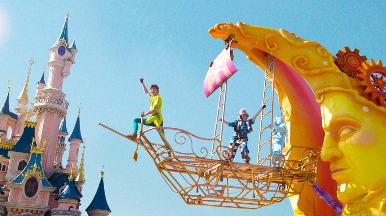 Disneyland Paris Closing Again through February