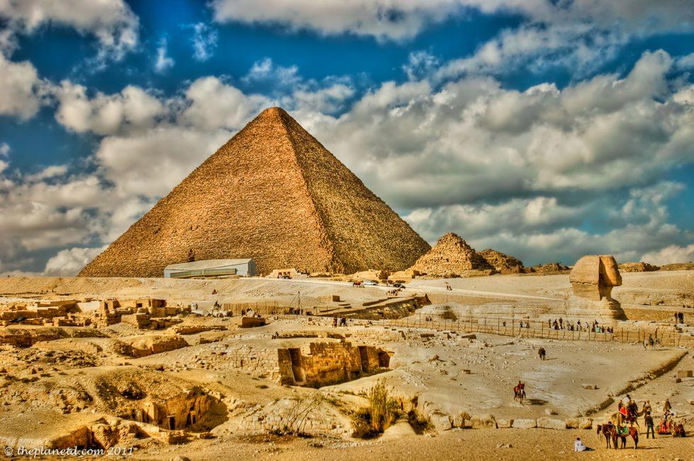 https://i1.wp.com/theplanetd.com/images/Egypt-pyramids-4.jpg