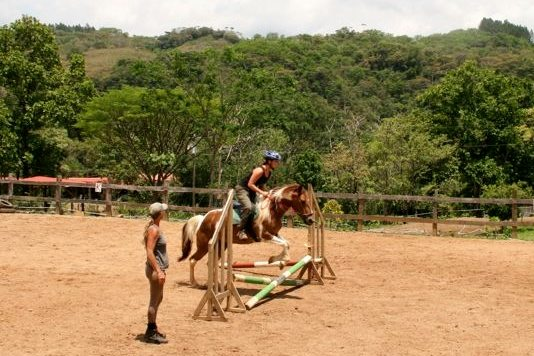erin_jumping_workexchange_costarica