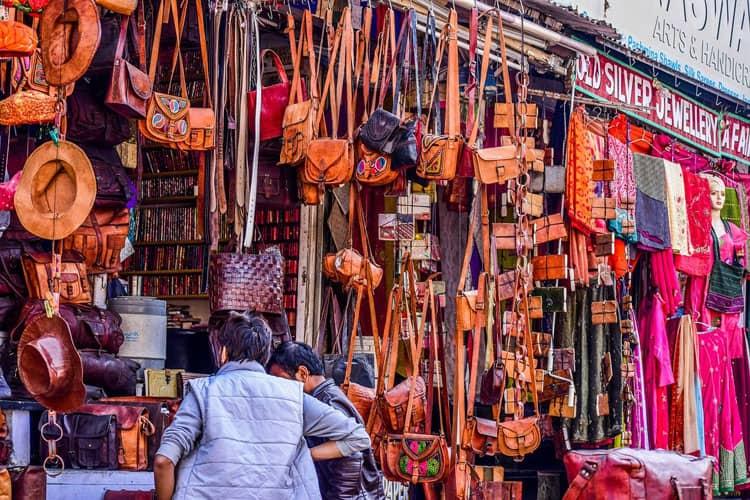 shopping in udaipur Hathi Pol Bazaar