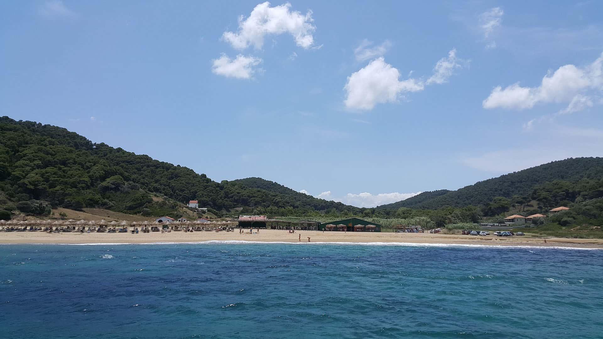 vromolimnos beach skiathos greece
