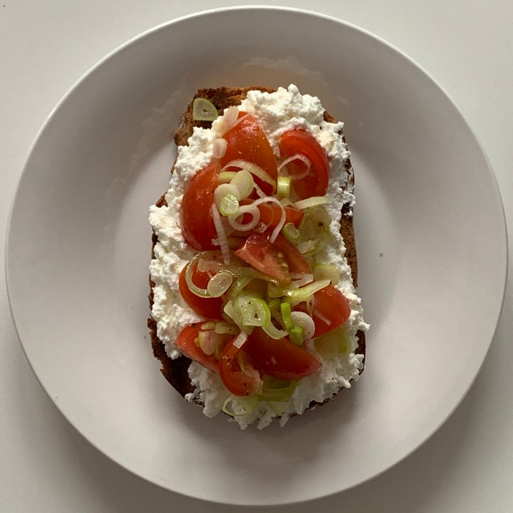 Open Face Sandwich with Cottage Cheese and Tomatoes