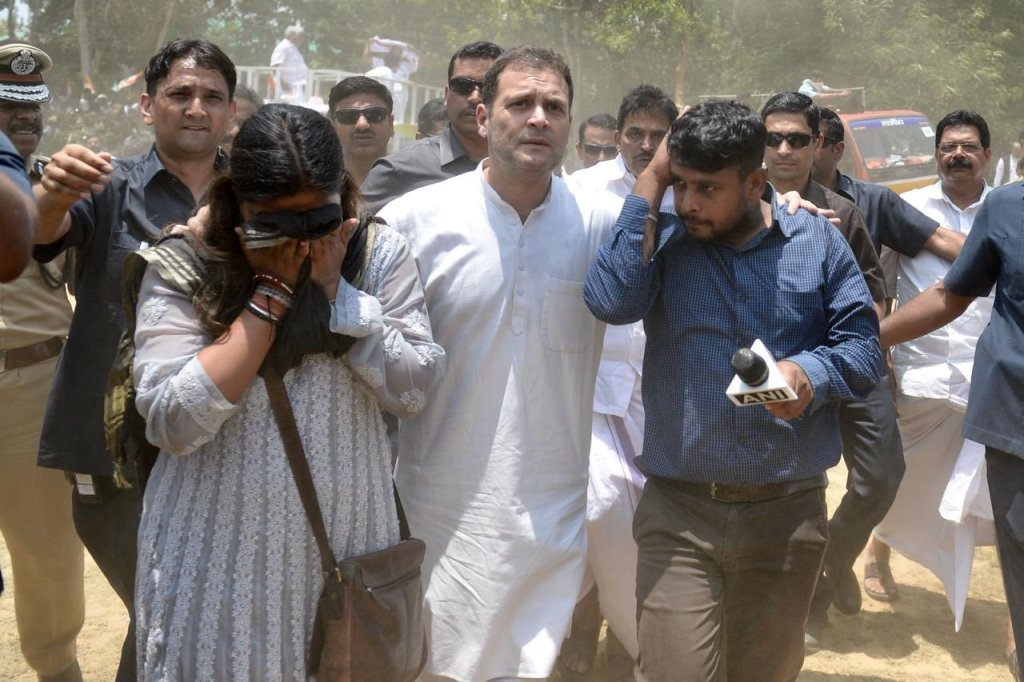 Journalists fainted due to heat in Rahul Gandhi's Rally