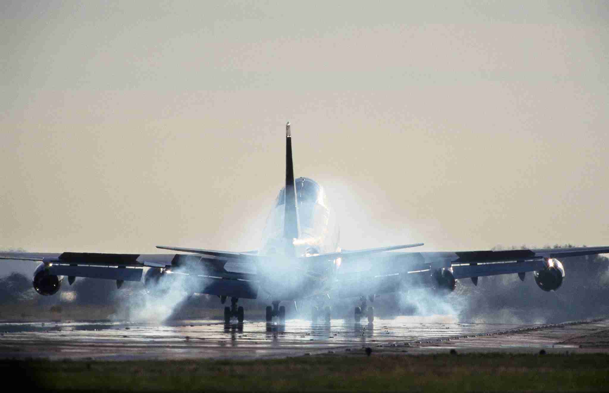 Boeing 747-400 with smoking tyres at touchdown landing on the runway. (Photo by: aviation-images.com/Universal Images Group via Getty Images)