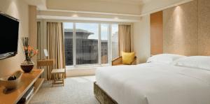 King guest room at the Grand Hyatt Beijing.