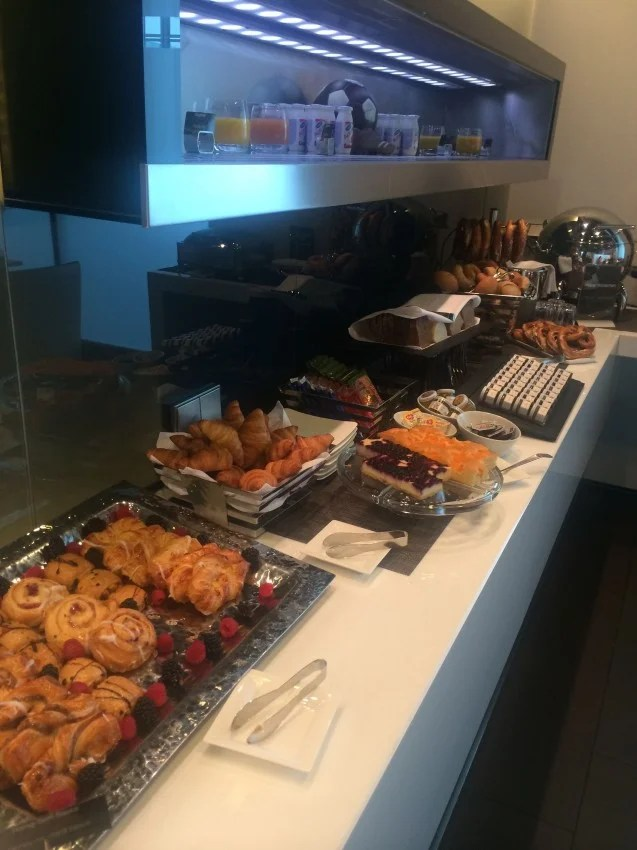 perfect the lufthansa firstclass lounge breakfast buffet with buffet cuisine fly. Black Bedroom Furniture Sets. Home Design Ideas