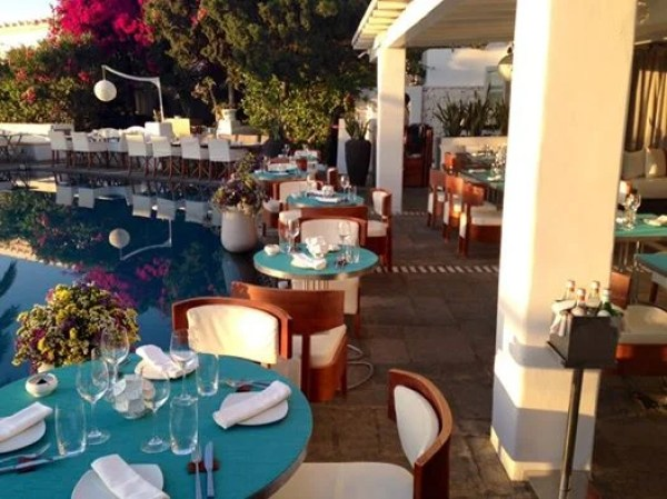 Outdoor dining at the Belvedere Restaurant