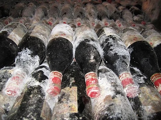 (Very) old wines in the cellars of Cune