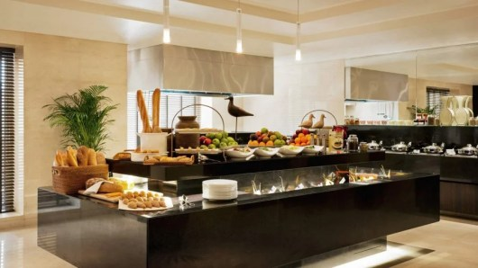 Enjoy an impressive spread of food and beverages throughout the day in the Level 5 lounge at the Grosvenor House Dubai.