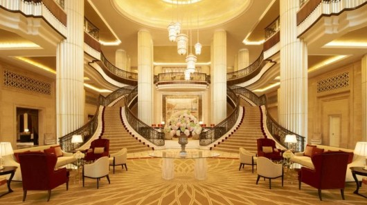 The newest (and second) St. Regis in Abu Dhabi is set in the fshasion able Corniche Towner